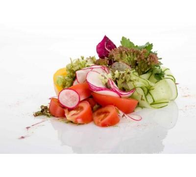 Тарелка свежих овощей